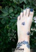 脚背小蜜蜂纹身图案大全
