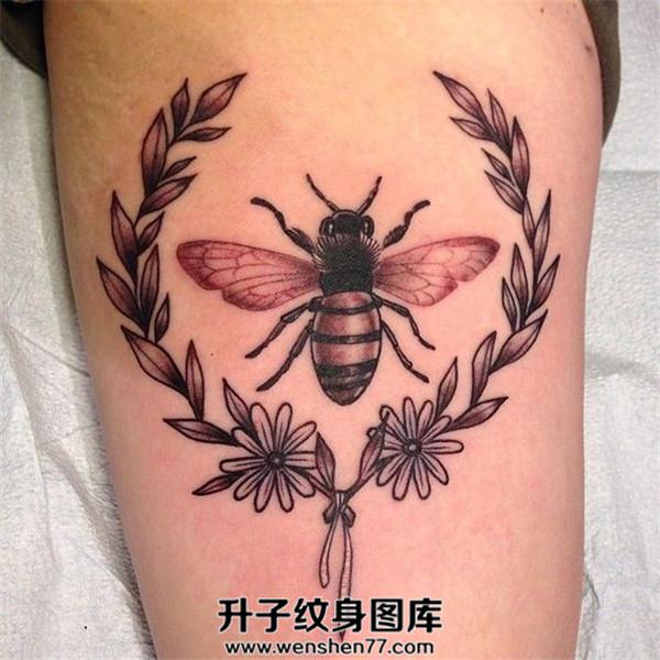 大腿蜜蜂纹身图案大全