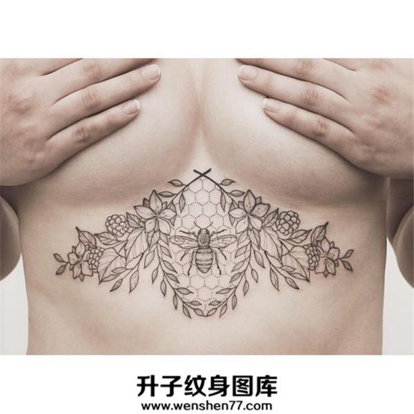 美女胸下欧美黑白蜜蜂纹身图案大全