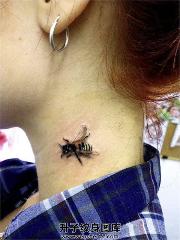 美女脖子蜜蜂纹身图案