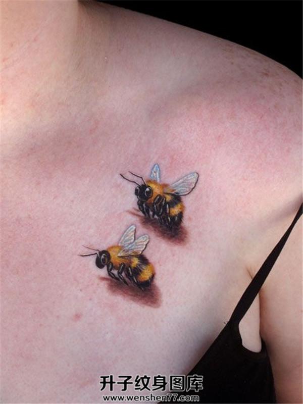 女性锁骨小清新蜜蜂纹身图案大全