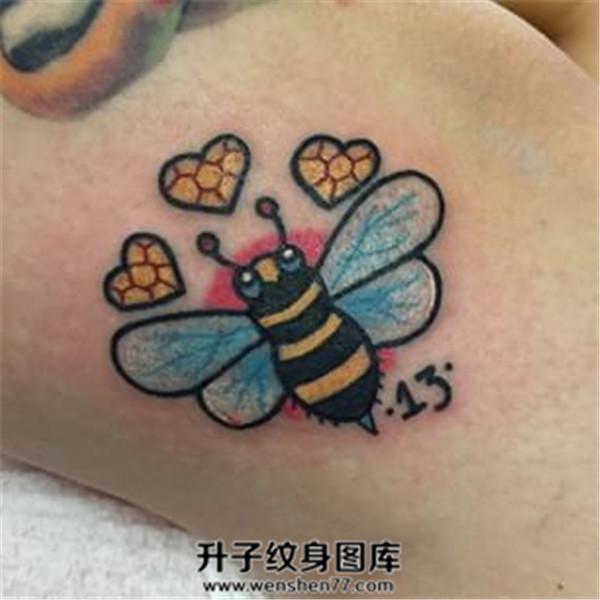 大腿欧美小蜜蜂纹身图案 old school