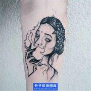 欧美点刺美女抽烟纹身图案大全