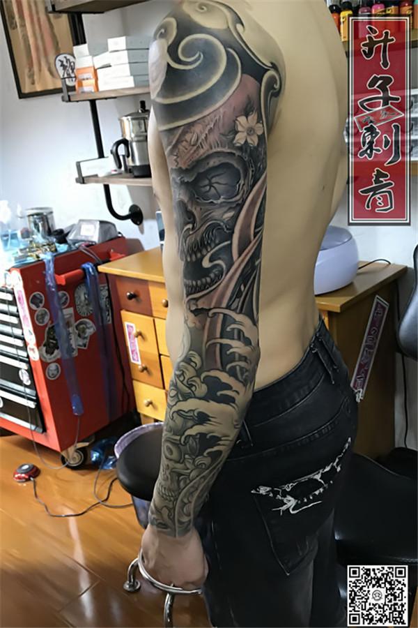 花臂纹身 - 骷髅头菊花嘎巴拉纹身图案大全