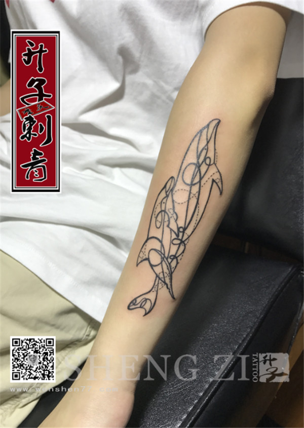 手臂海豚纹身图案大全