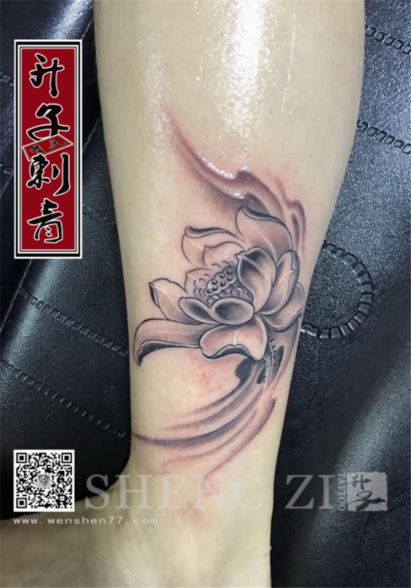 脚踝女性莲花纹身图案 五里店纹身