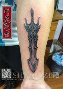 手臂内侧剑纹身图案