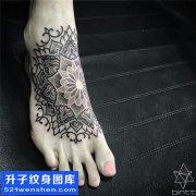 女性脚背点刺梵花纹身图案大全