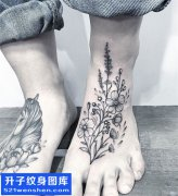 男性脚背薰衣草纹身图案大全
