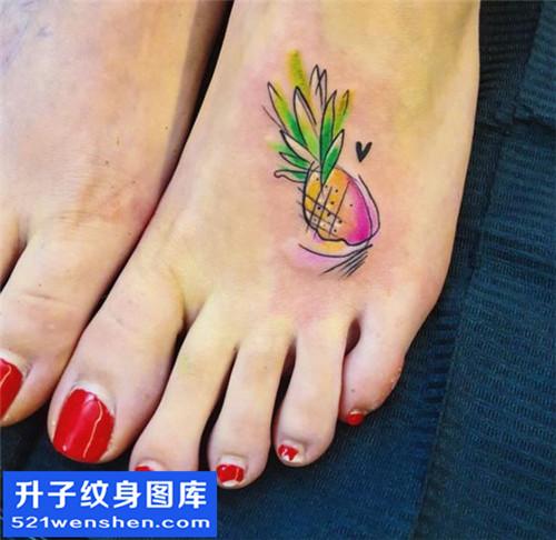 女性脚背欧美菠萝纹身图案大全
