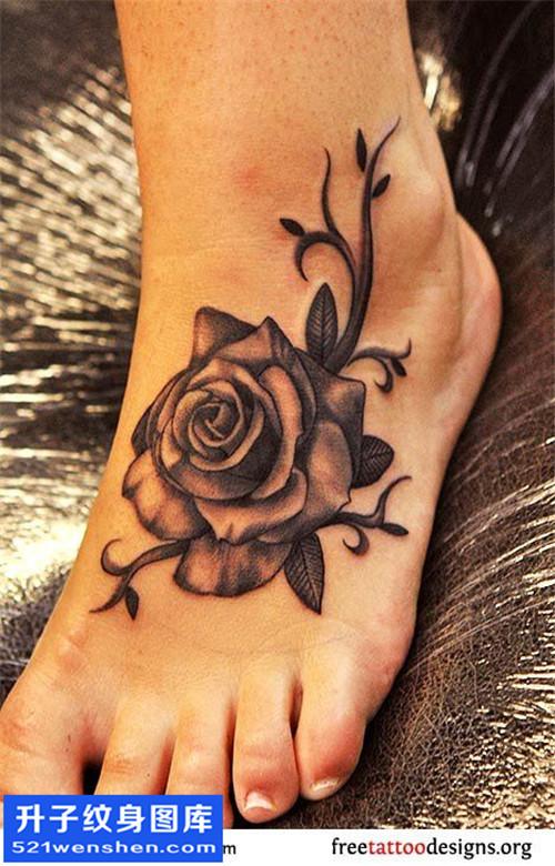 女性脚背欧美花纹身图案大全
