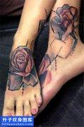 女性脚背欧美写实花纹身图案大全
