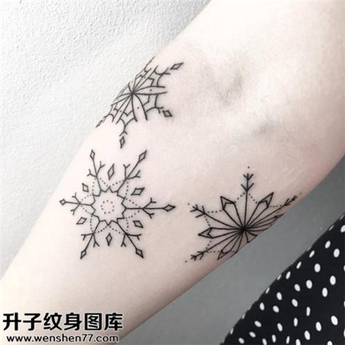 小臂内侧雪花欧美纹身图案大全
