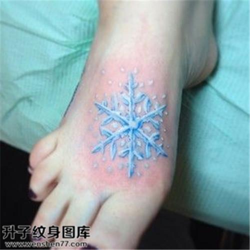 女性脚背雪花欧美纹身图案大全