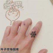 男性手指雪花纹身图案大全