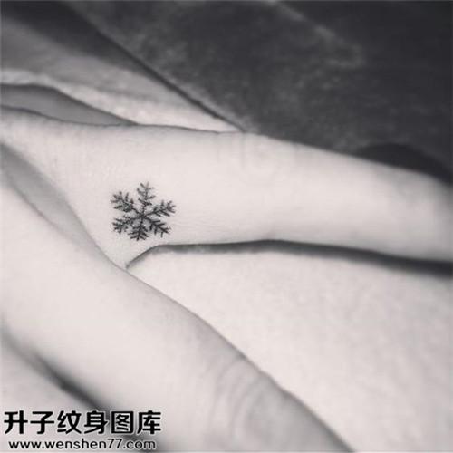 男性手指雪花小清新纹身图案大全