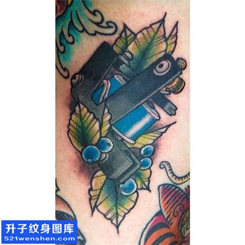 男性小臂欧美彩色纹身机图案大全