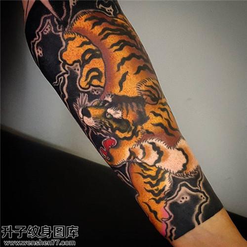 男性小臂传统老虎纹身图片大全