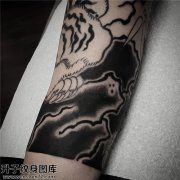 男性小臂传统老虎纹身图案大全