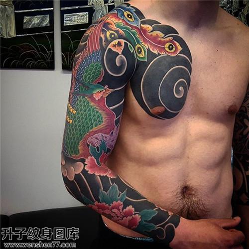 男性传统花臂牡丹凤凰纹身图片大全