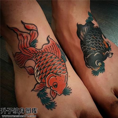 女性脚背传统鱼纹身图片大全
