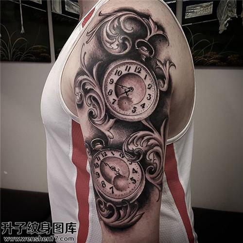 男性大臂欧美时钟纹身图案大全