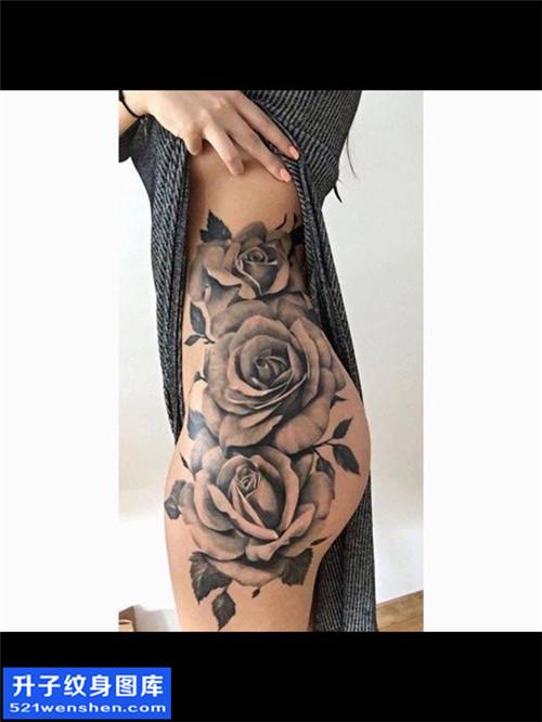 女性侧腰欧美玫瑰纹身图片大全