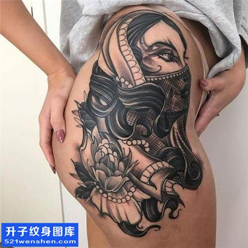 女性侧腰欧美花纹身图片大全