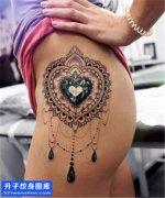 女性侧腰欧美钻石纹身图片大全