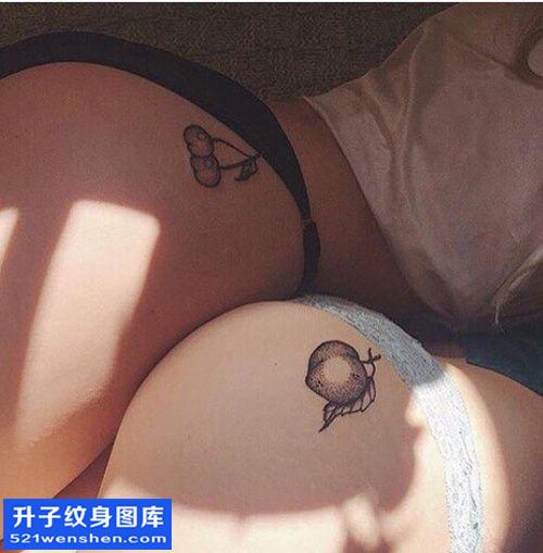 女性侧腰小清新点刺纹身图片大全