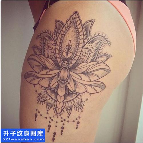 女性欧美臀部梵花点刺纹身图片大全
