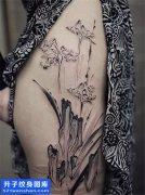 女性大腿水墨山纹身图片大全