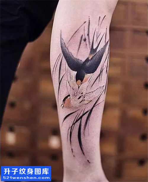 女性小臂水墨燕子纹身图片大全