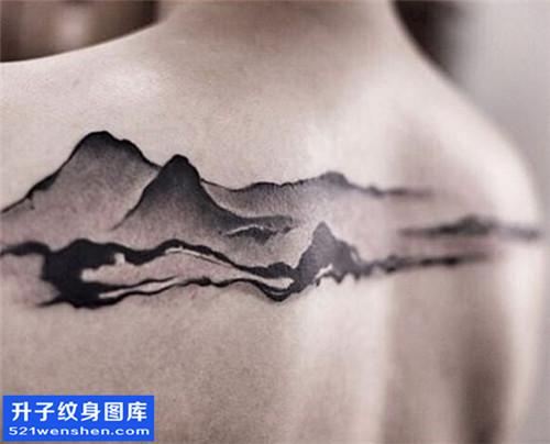 男性后背水墨山纹身图案大全