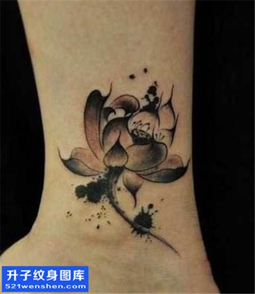 女性脚踝水墨荷花纹身图案大全