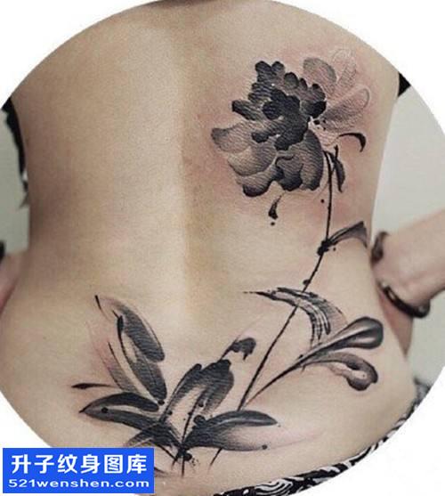 女性后背水墨花纹身图片大全