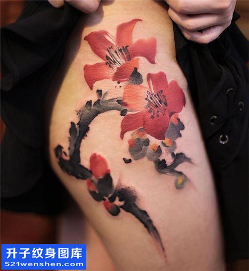 女性大腿水墨花纹身图片大全