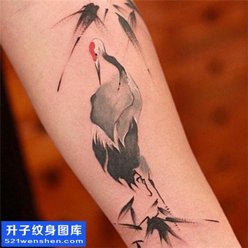 女性小臂水墨鸟纹身图案大全