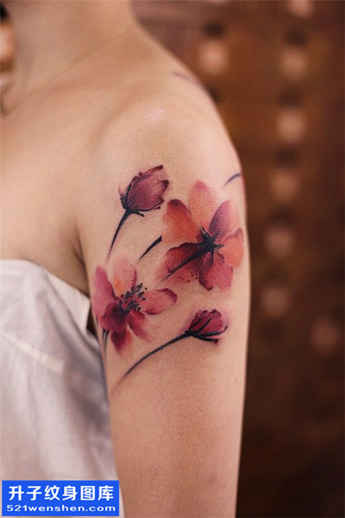 女性大臂水墨花纹身图片大全