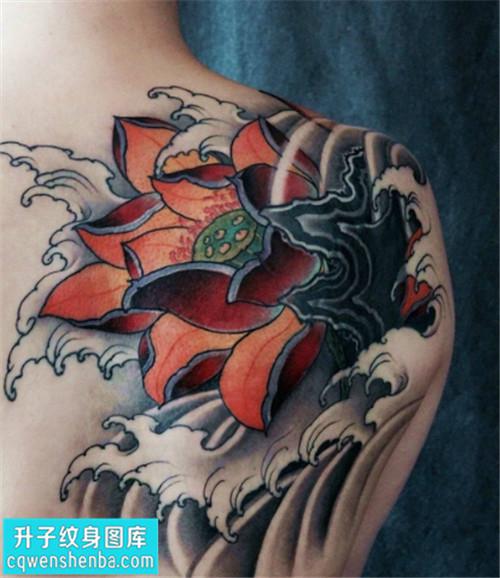 男性后背传统彩色荷花纹身图片大全