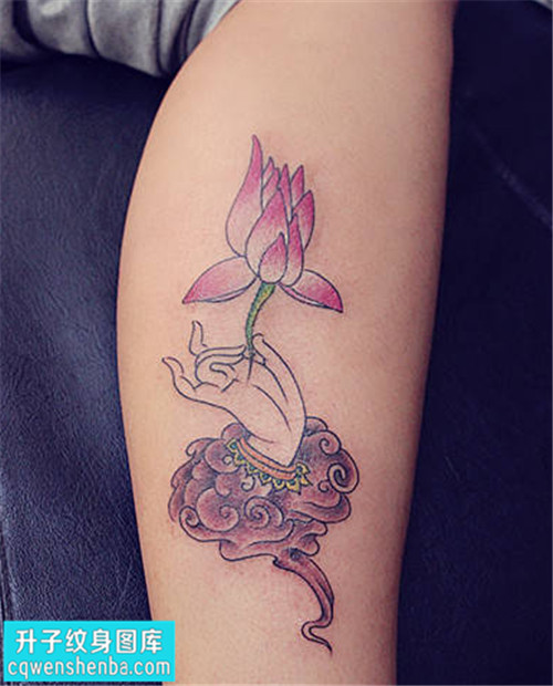 女性小腿传统彩色纹身图案大全