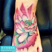 女性脚背传统彩色纹身图片大全