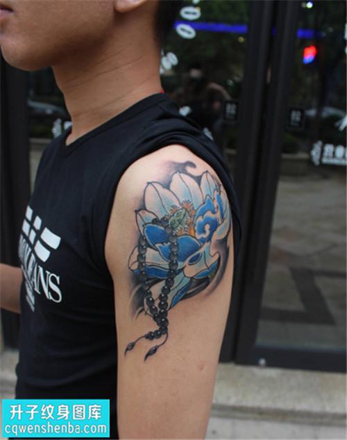 男性大臂传统才算是荷花纹身图片大全