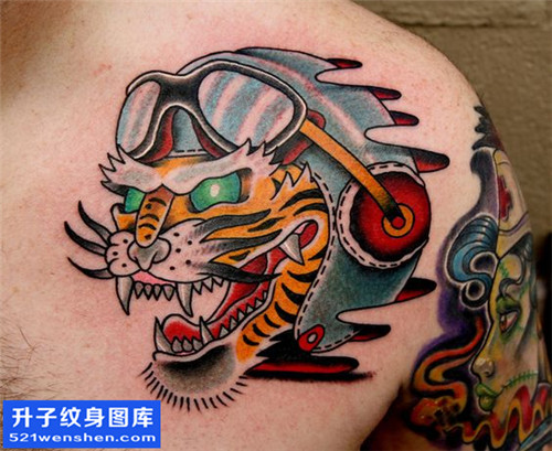 男性胸口彩色欧美纹身图案大全