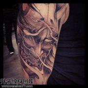 男性大臂黑灰传统般若纹身图片大全