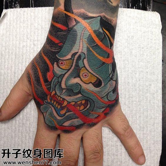 男性传统手背彩色般若纹身图案大全