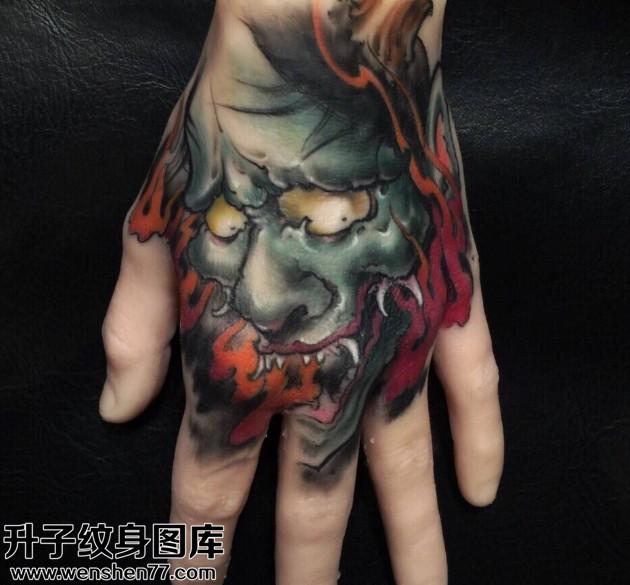 男性大臂传统彩色手臂纹身图案大全