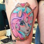 女性大腿欧美彩色马纹身图片大全