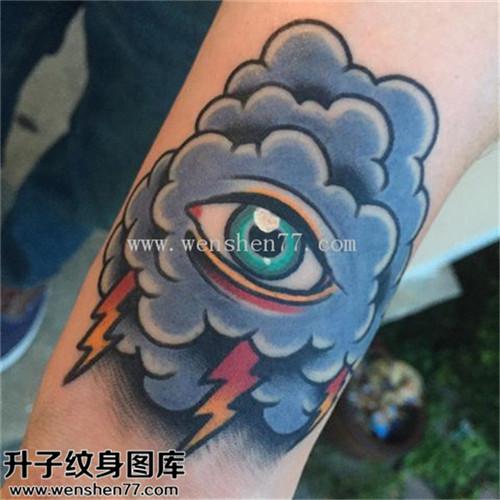 男性小腿欧美眼睛云闪电纹身图案大全