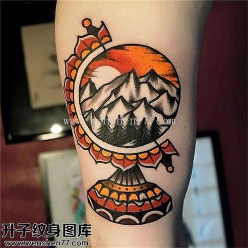 重庆纹身哪里好 男性大臂欧美彩色地球仪山树纹身图案大全